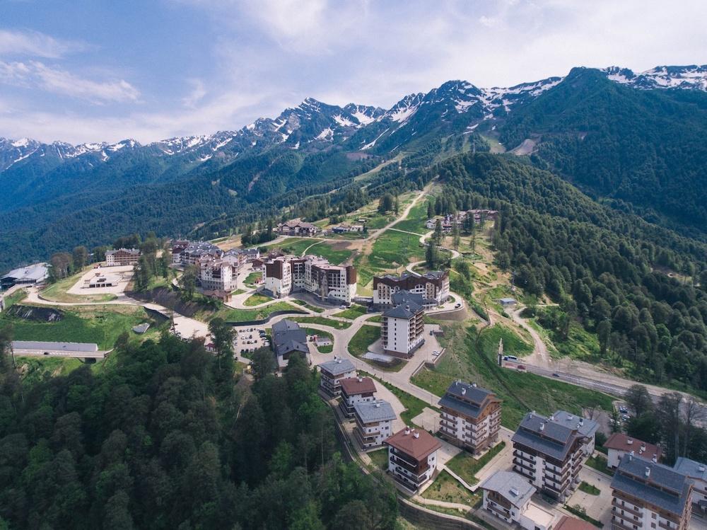 Красная Поляна Сочи: горнолыжный курорт и курортный посёлок